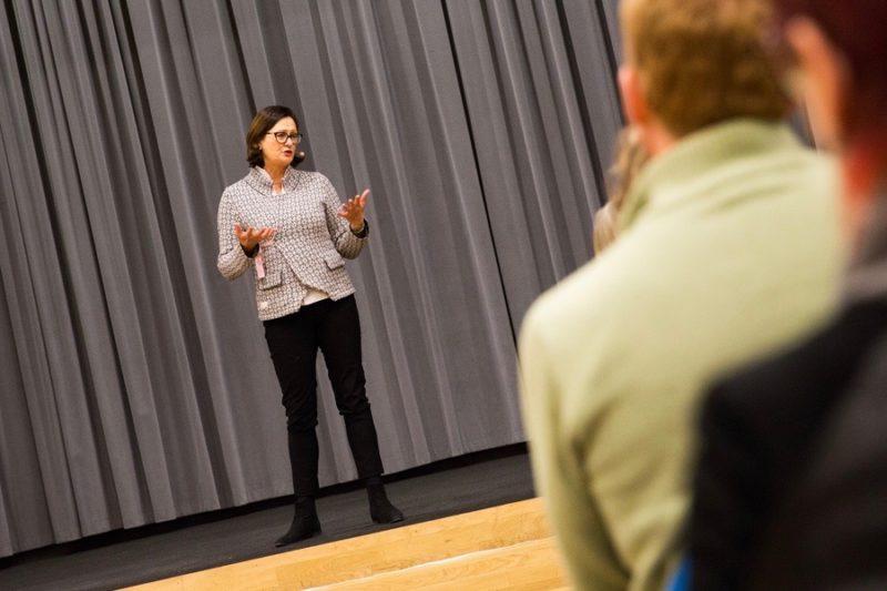 Jeanette Ohlsson Carlborg inspirerar till ökad kunskap och medvetenhet ifrågor som rör mångfald, migration & interkulturell kommunikation.Vill du bli bättre på interkulturella möten, bemötande och att kunna se saker ur ett annat perspektiv? Boka Jeanette, tel 08-684 049.