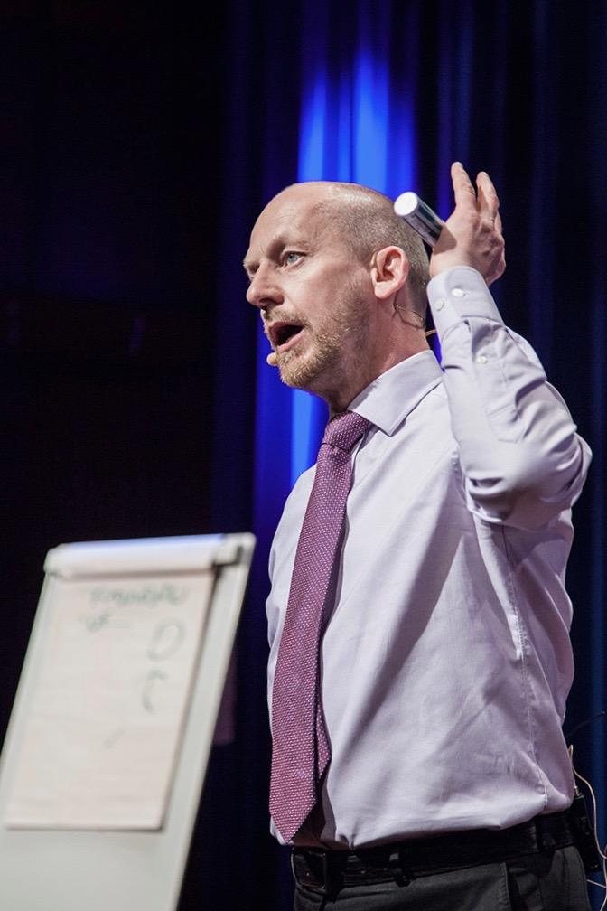 Morten Brandt. Utbildare/föreläsare inom försäljning, kundservice, målsättning, motivation, förhandlingsteknik, vinnande företagskultur. Nå din fulla potential så att du kan blir bättre på att föra ut ditt företags budskap och öka försäljningen. Info & bokning, ring 08-684 049 24.