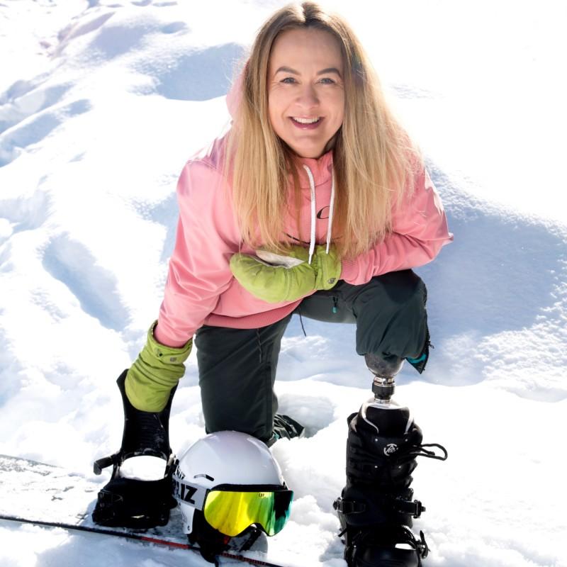 Sonia Elvstål. Inspirationsföreläsare. Med livsglädje som smittar tar hon med sig åhörarna på en resa genom en olycka, ett ben kortare till ett bättre liv.