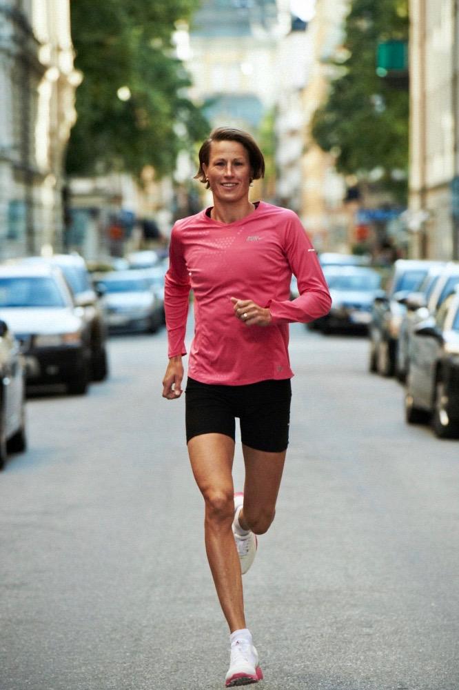 Malin Ewerlöf, fd elitidrottare. Föreläser om hur få in träning i vardagen, få tiden att räcka till, träna rätt så att kroppen håller i längden och vända ett misslyckande till något positivt?