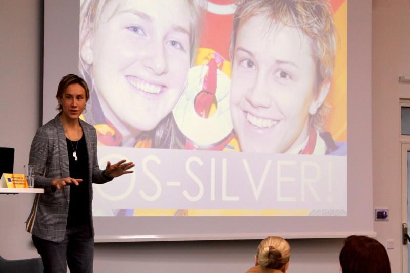 Maria Rooth. En av Sveriges framgångsrikaste ishockeyspelare genom tiderna, invald 2015 i Internationella Hockeyförbundets Hall of Fame. Föreläser om sina pusselbitar till framgång som går att applicera i alla sammanhang.